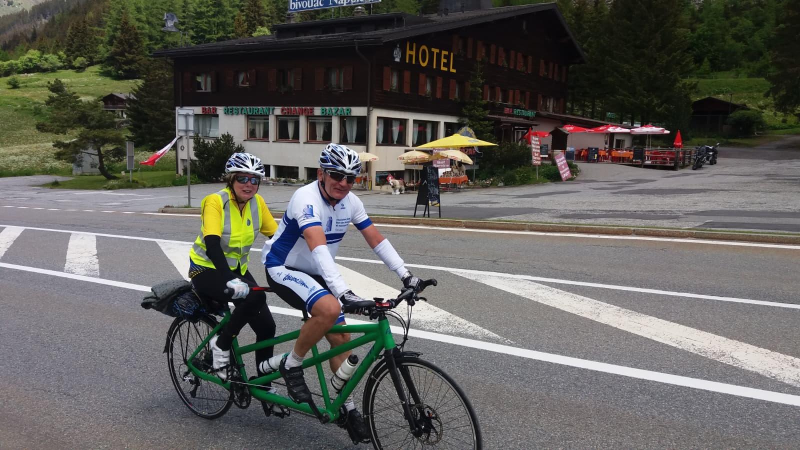 Emile et Christine dans la montée du Grand St-Bernard