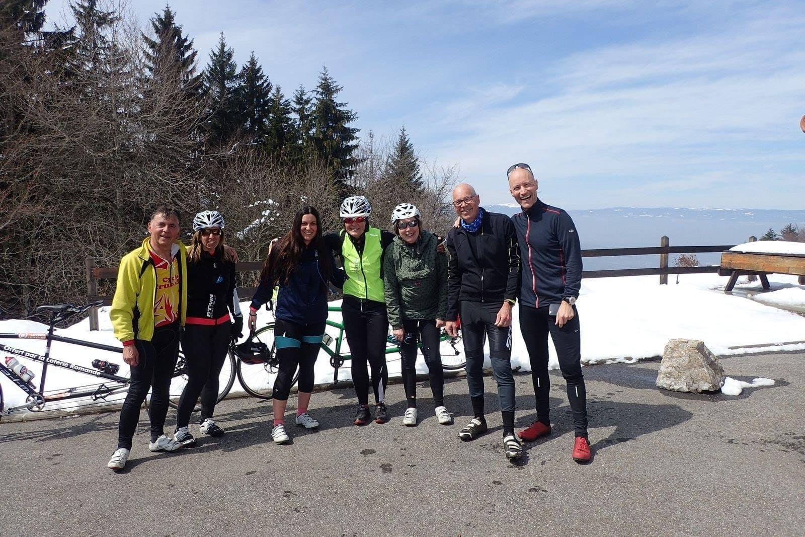 le groupe pose au Sommet du Col de Saxel