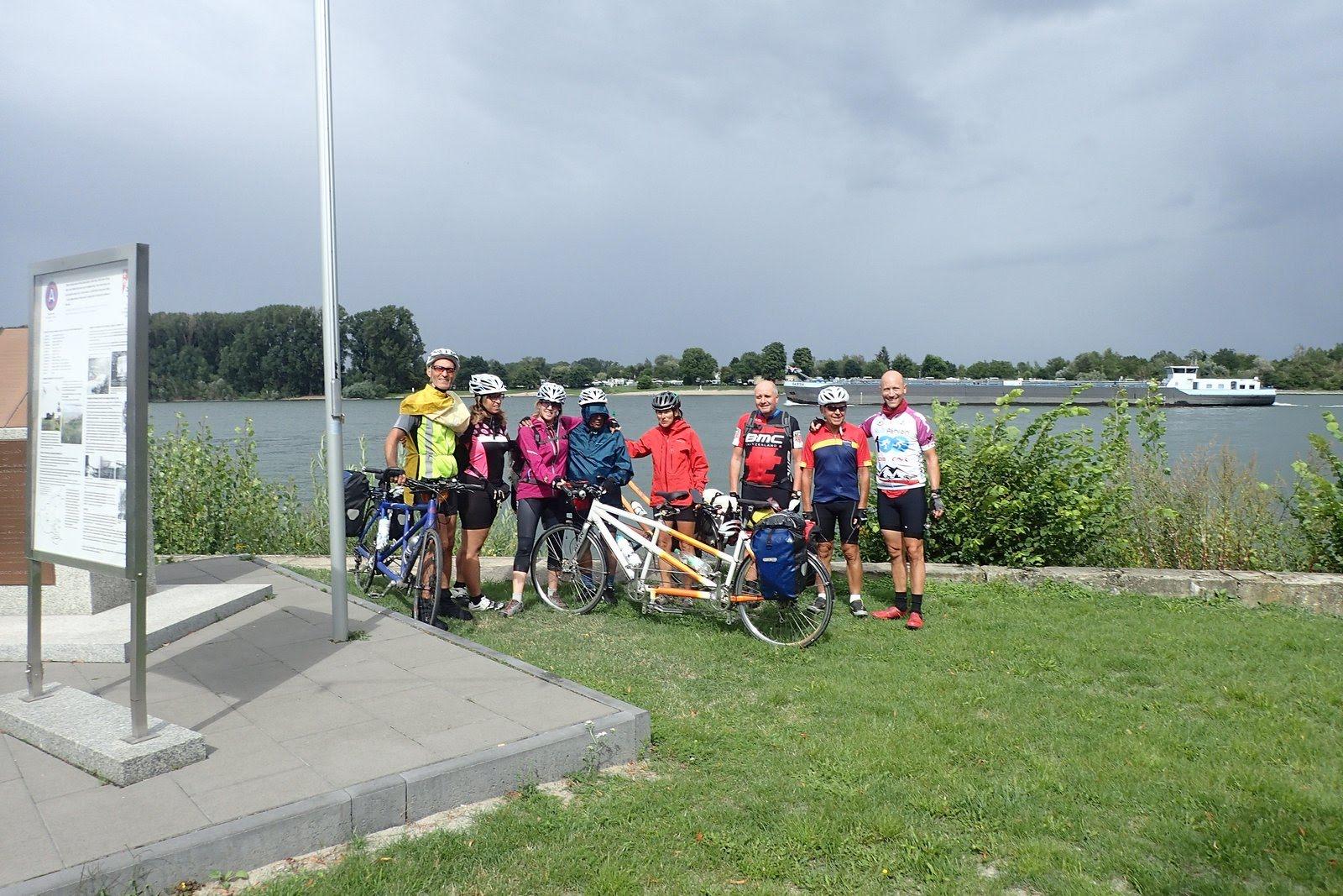 le groupe devant le Rhin
