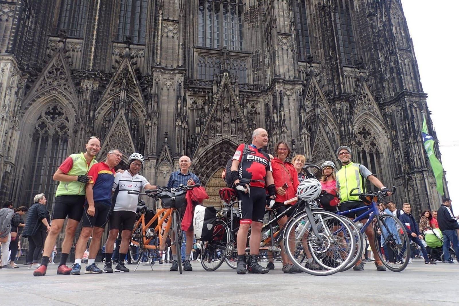 Devant la cathédrale de Cologne